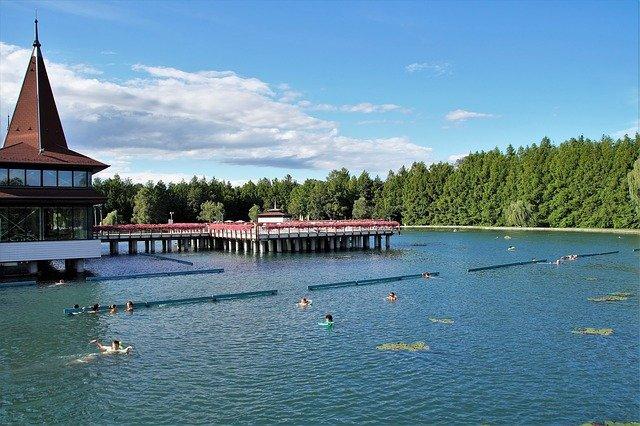 cvičení v jezeře