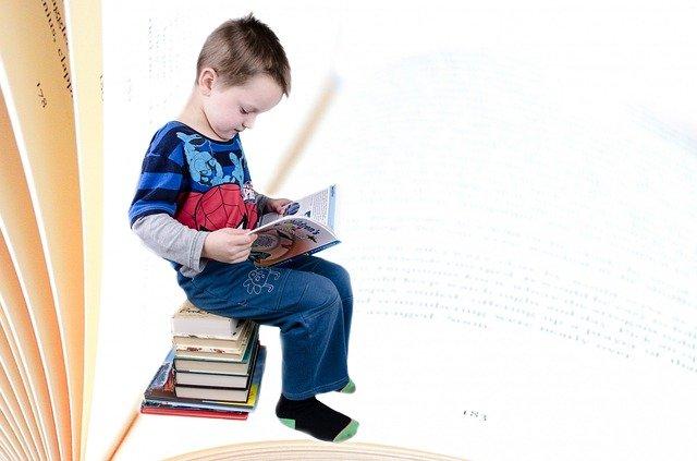 chlapec a četba