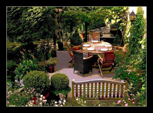 prostřeno v zahradě