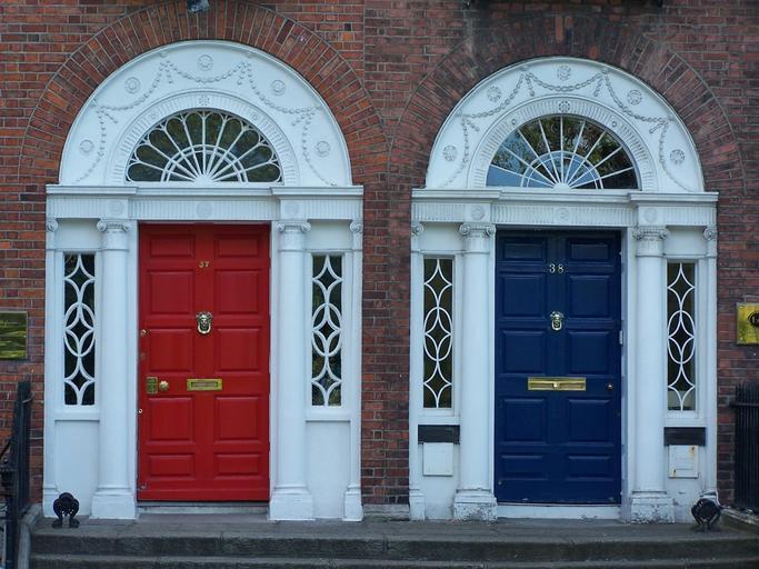 venkovní barevné dveře