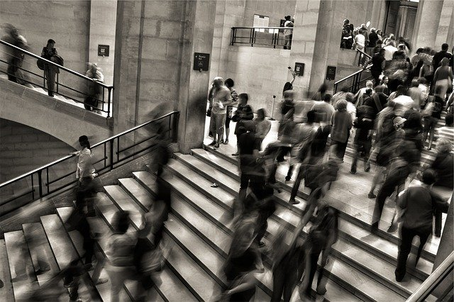 schody ve veřejné budově