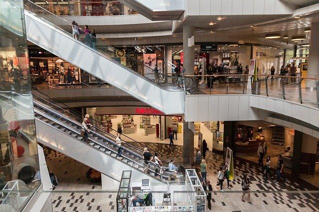 schody v nákupním centru