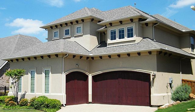 dům s vestavěnou garáží