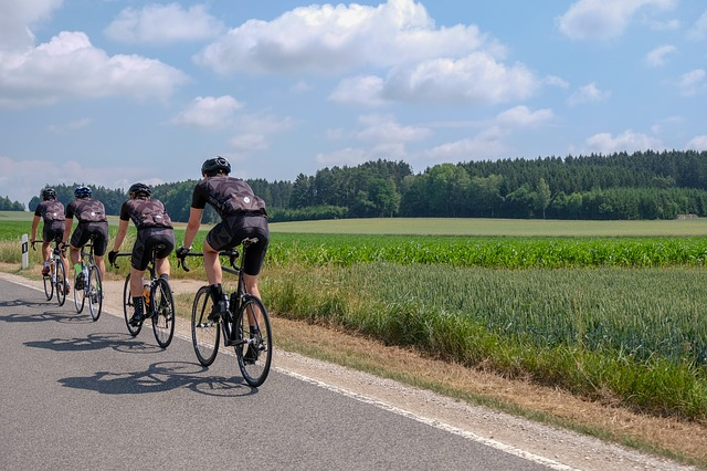 peloton cyklistů
